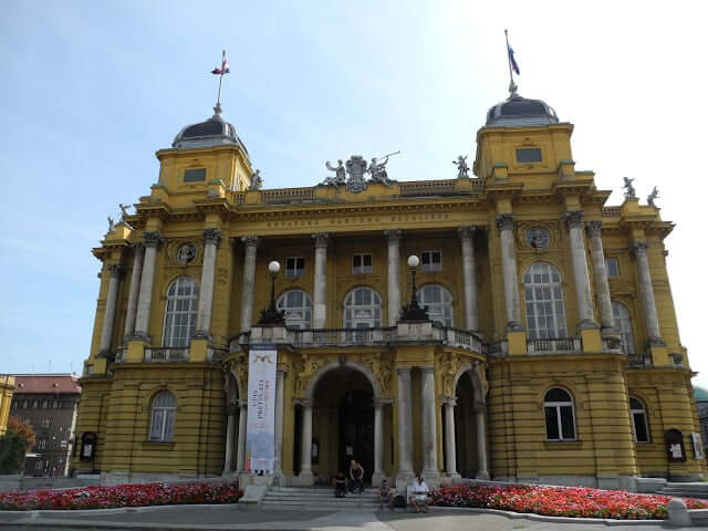 interrail-zagreb-theatre-national-croate
