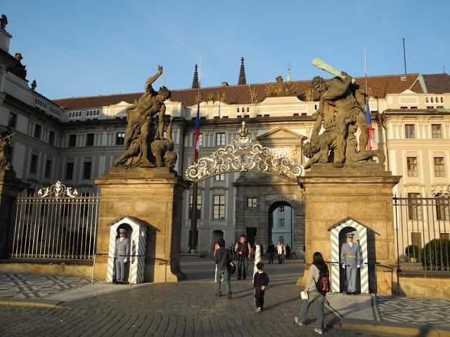 interrail-prague-chateau