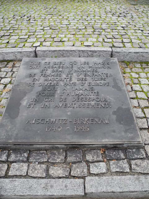 interrail-plaque-commemorative-auschwytz-birkenau