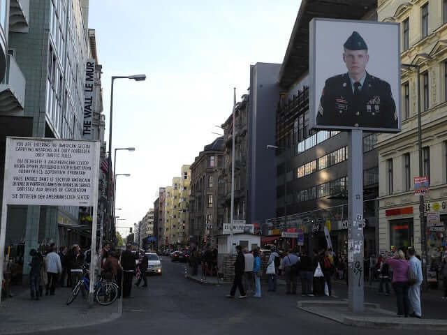 interrail-berlin-checkpoint-charlie