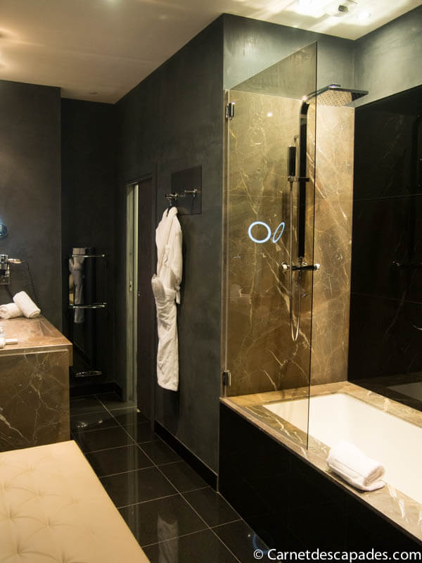 salle-bain-hotel-cour-consuls-toulouse