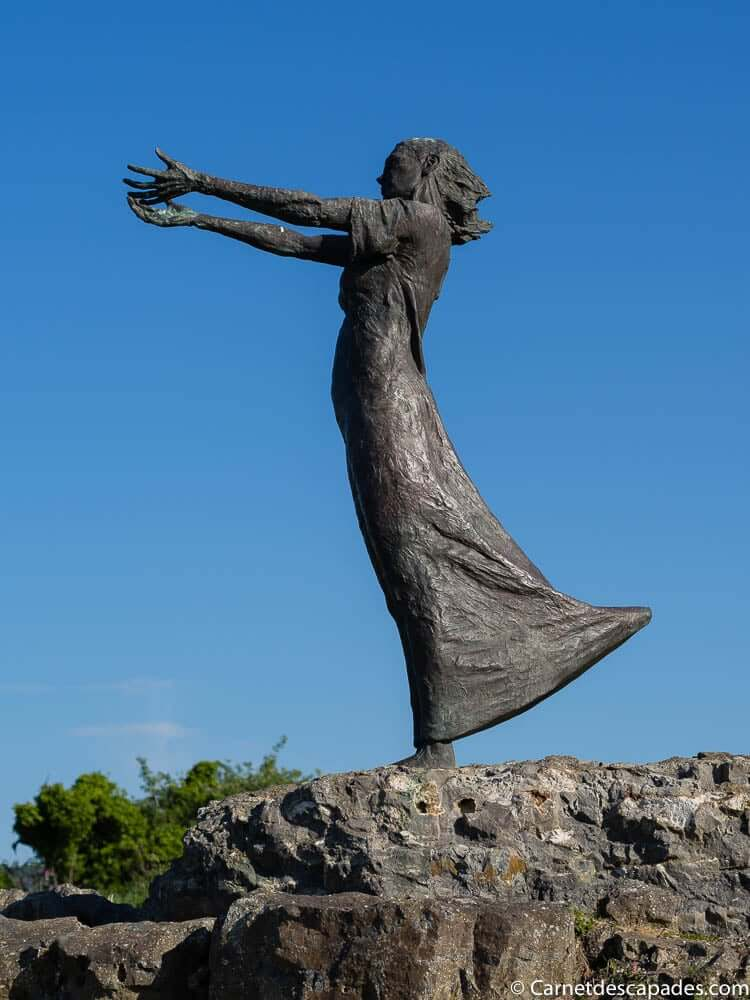 statue-rosses-point-sligo