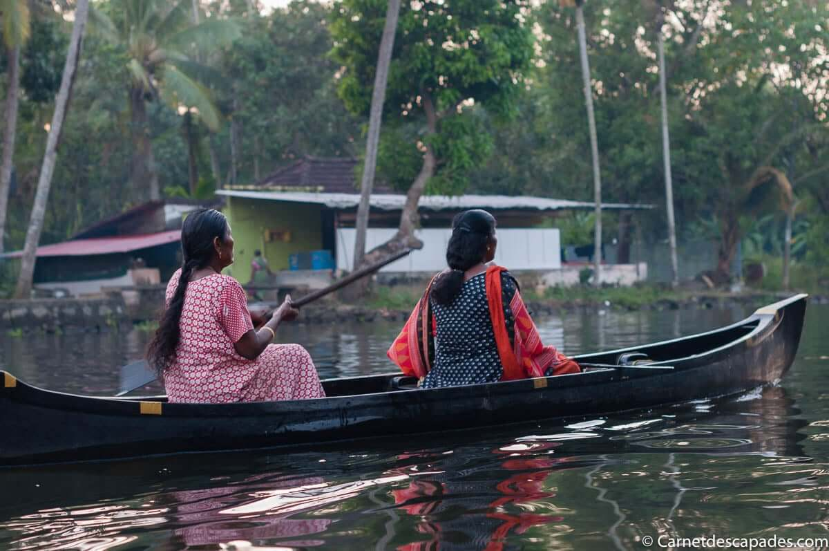 bateau-backwaters-alleppey