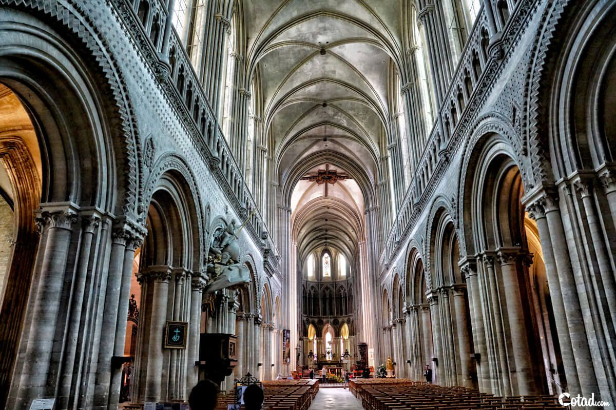 interieur-cathedrale-bayeux