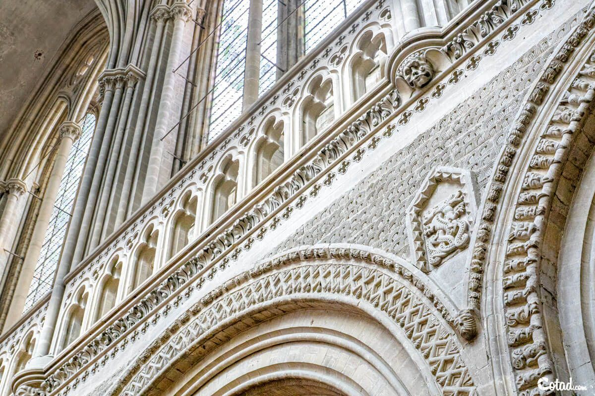 sculptures-cathedrale-bayeux